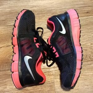 NIKE DUAL FUSION ST2 RUNNING SHOES